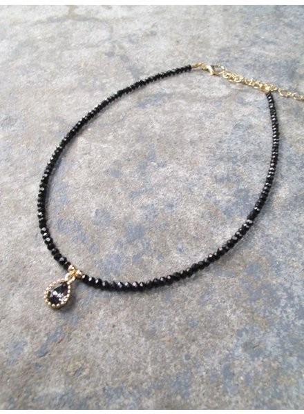 Choker Black beaded pendant choker