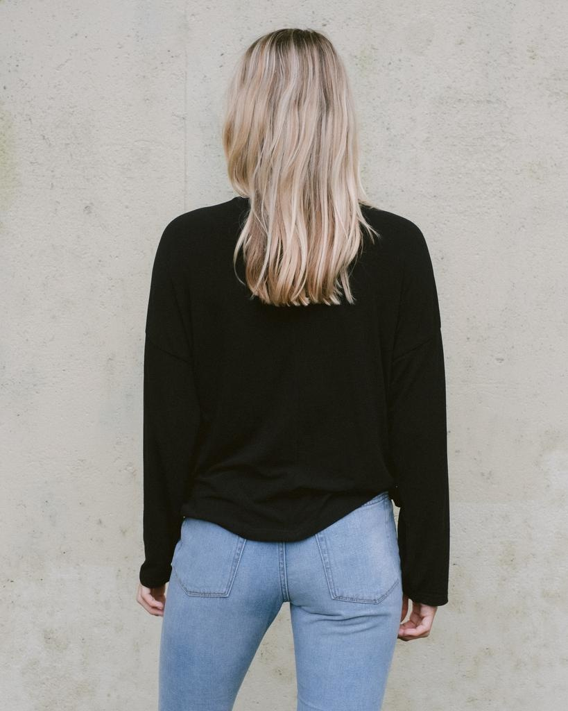 T-shirt Black Knot Front Top