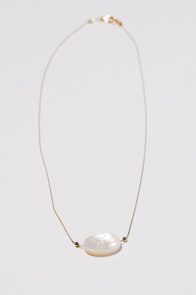 Gold Short pearl-like pendant
