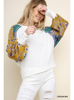 Umgee Heathered knit top with mixed floral print sleeves