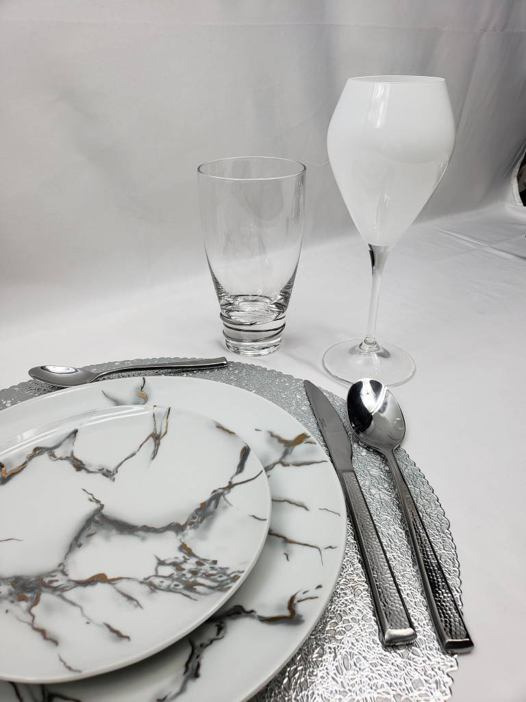 White goblet with clear stem s/6
