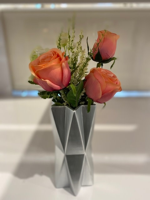 Star Silver Vase with Peach Roses