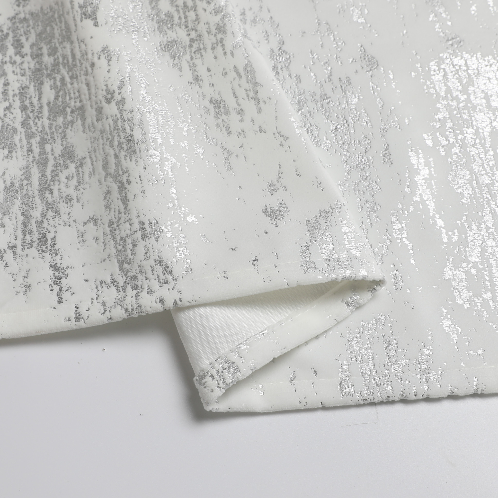 TC1403- Mosaic White Silver Print 70 x 160 Tablecloth