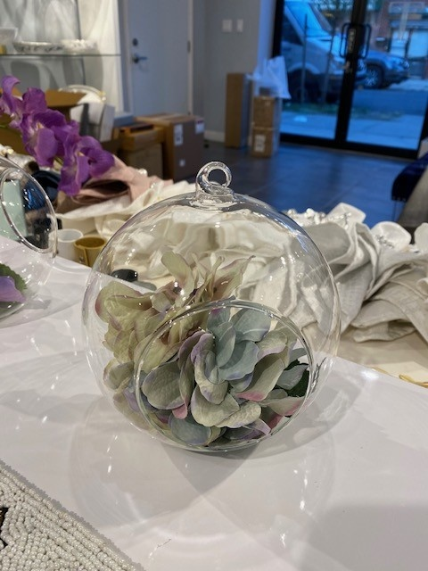 Hanging Glass Bowl with Blue/white Hydrangea