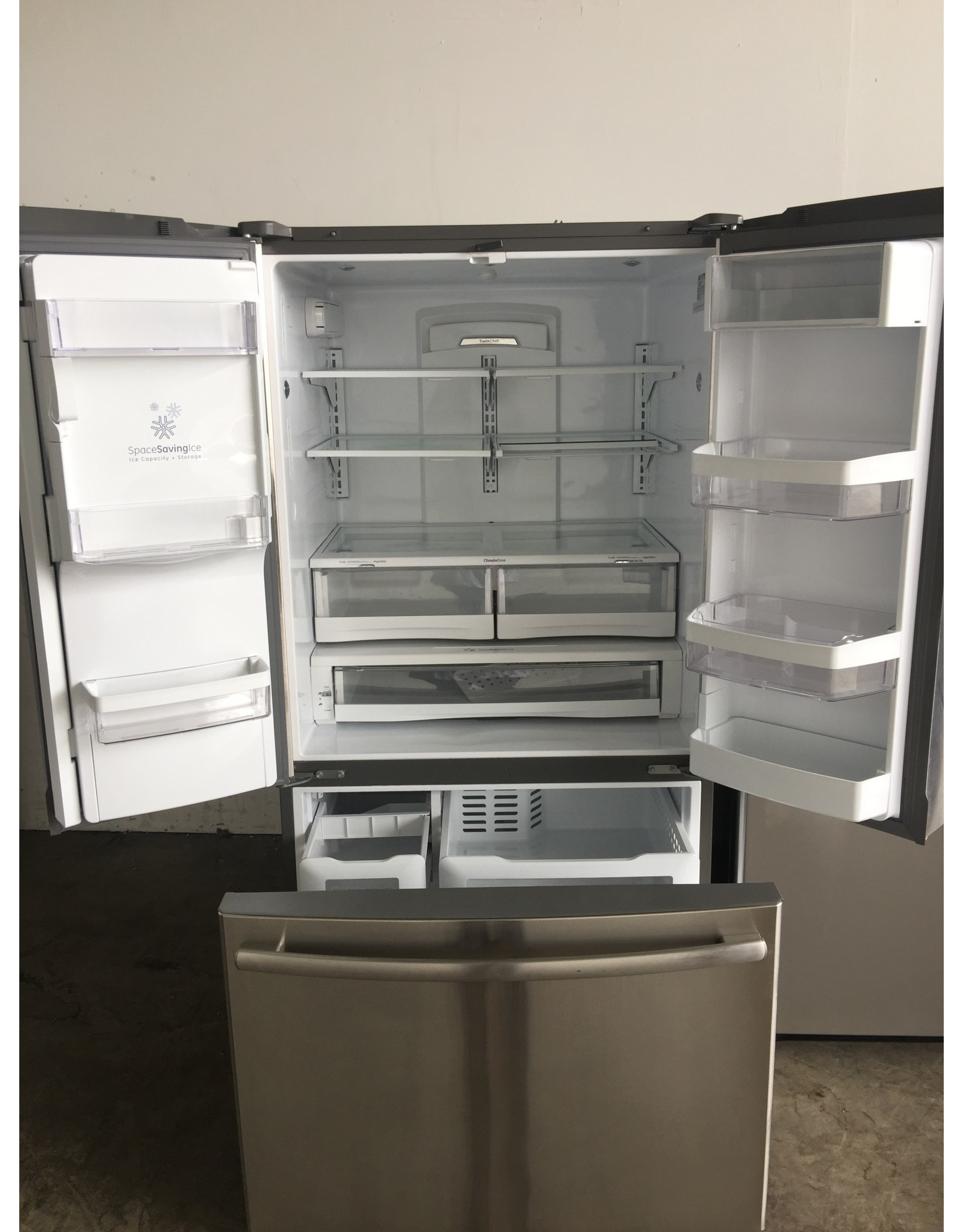 GE GE FRENCH DOOR STAINLESS REFRIGERATOR W/ICE & WATER DISPENSER