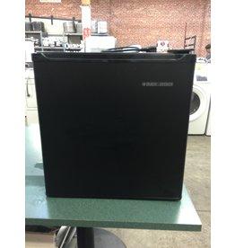 BLACK & DECKER BLACK & DECKER COMPACT MINI BLACK REFRIGERATOR