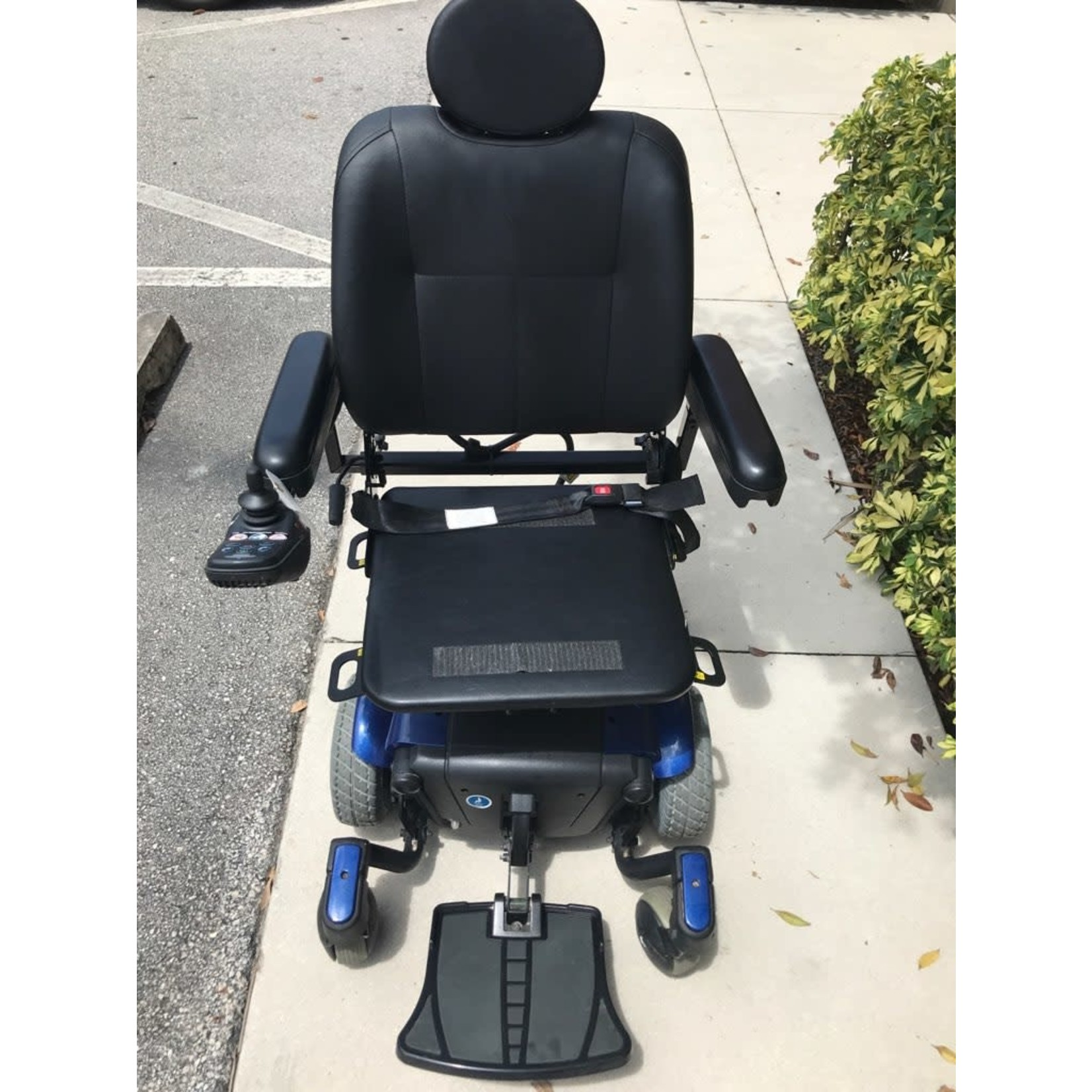 Pride Preowned - Jazzy J6 with solid seat pan