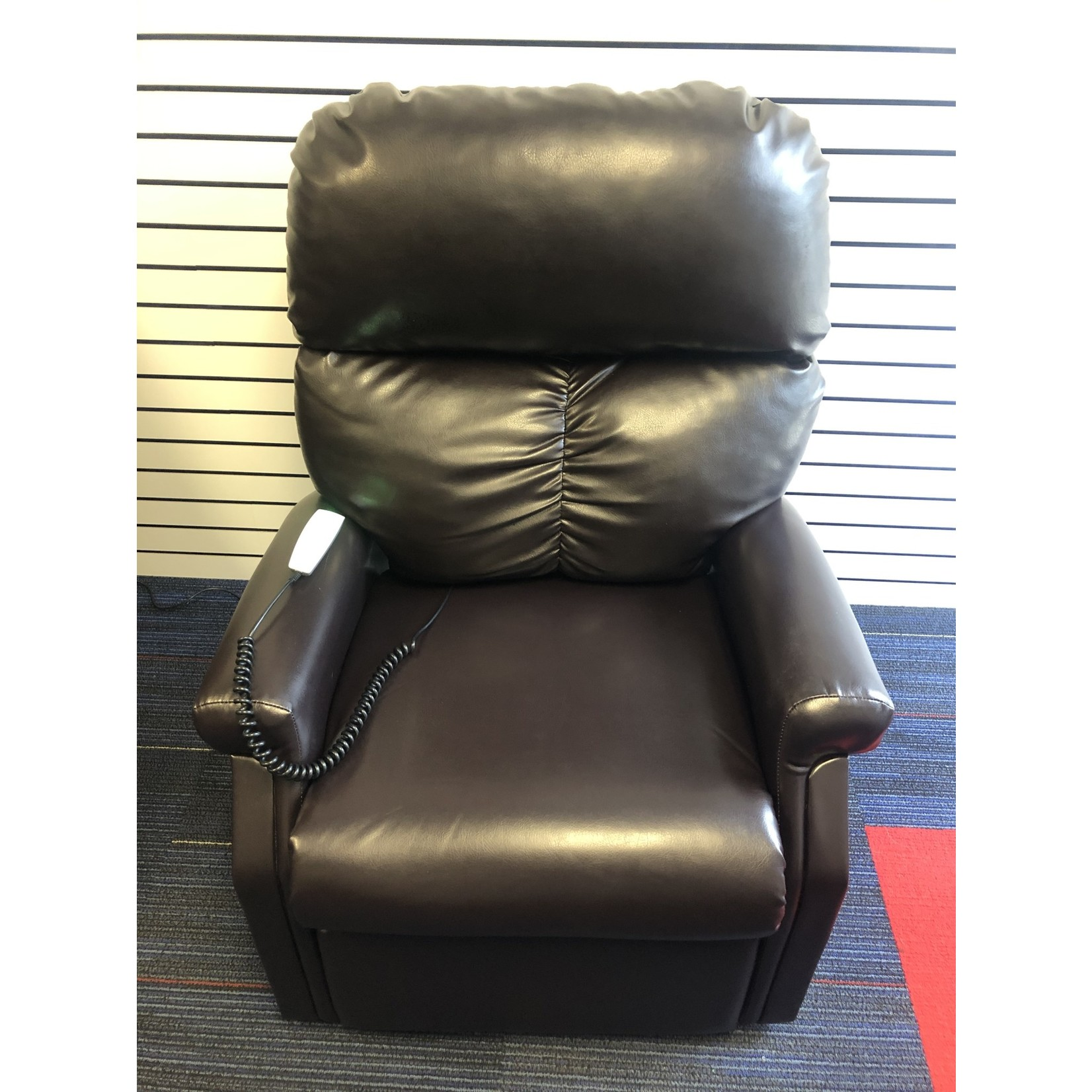 Pride Pre-Owned Madison Lift Chair Chestnut*(Sta-Kleen Fabric)