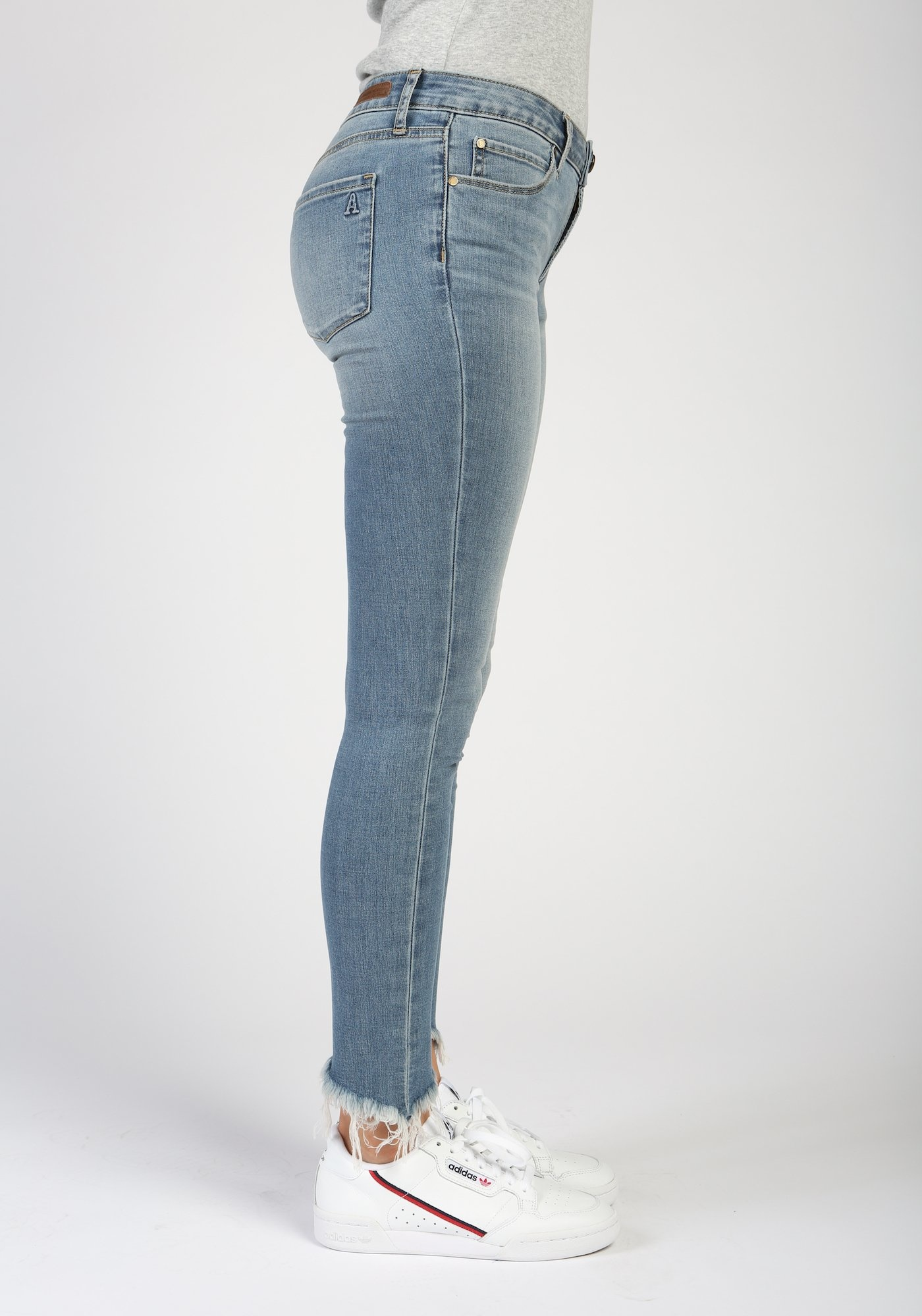 ARTICLES OF SOCIETY Suzy Mid Rise Skinny