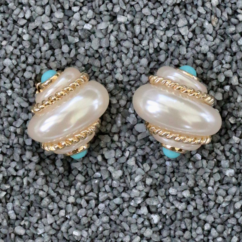 Jewelry VCExclusives: Shell Pearl with Turk Cabs