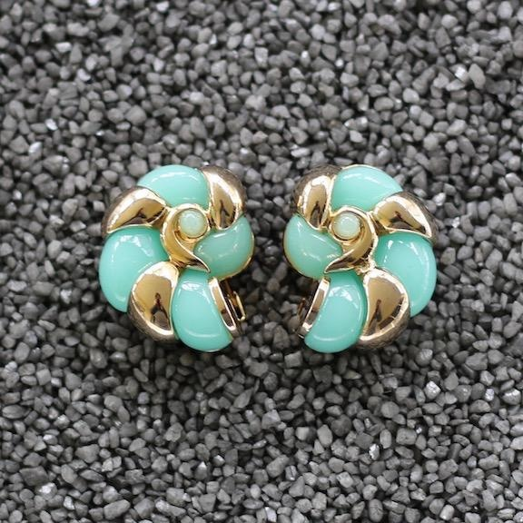 Jewelry VCExclusives: Conch Light Aqua and Gold
