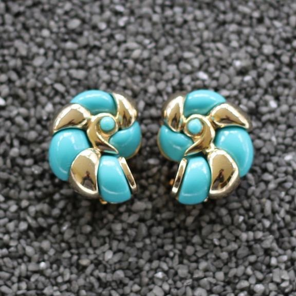 Jewelry VCExclusives: Conch Sky Blue and Gold