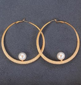 Jewelry VCExclusives: Gold Loop Pearl Pierced