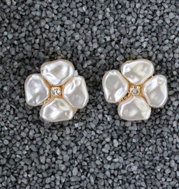 Jewelry VCElusives: Petite Pearl Flower Pierced