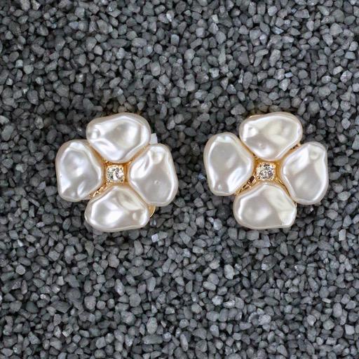 Jewelry VCElusives: Petite Pearl Flower Pierced