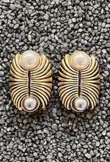 Jewelry VCExclusives: Two Pearls with Ant Gold
