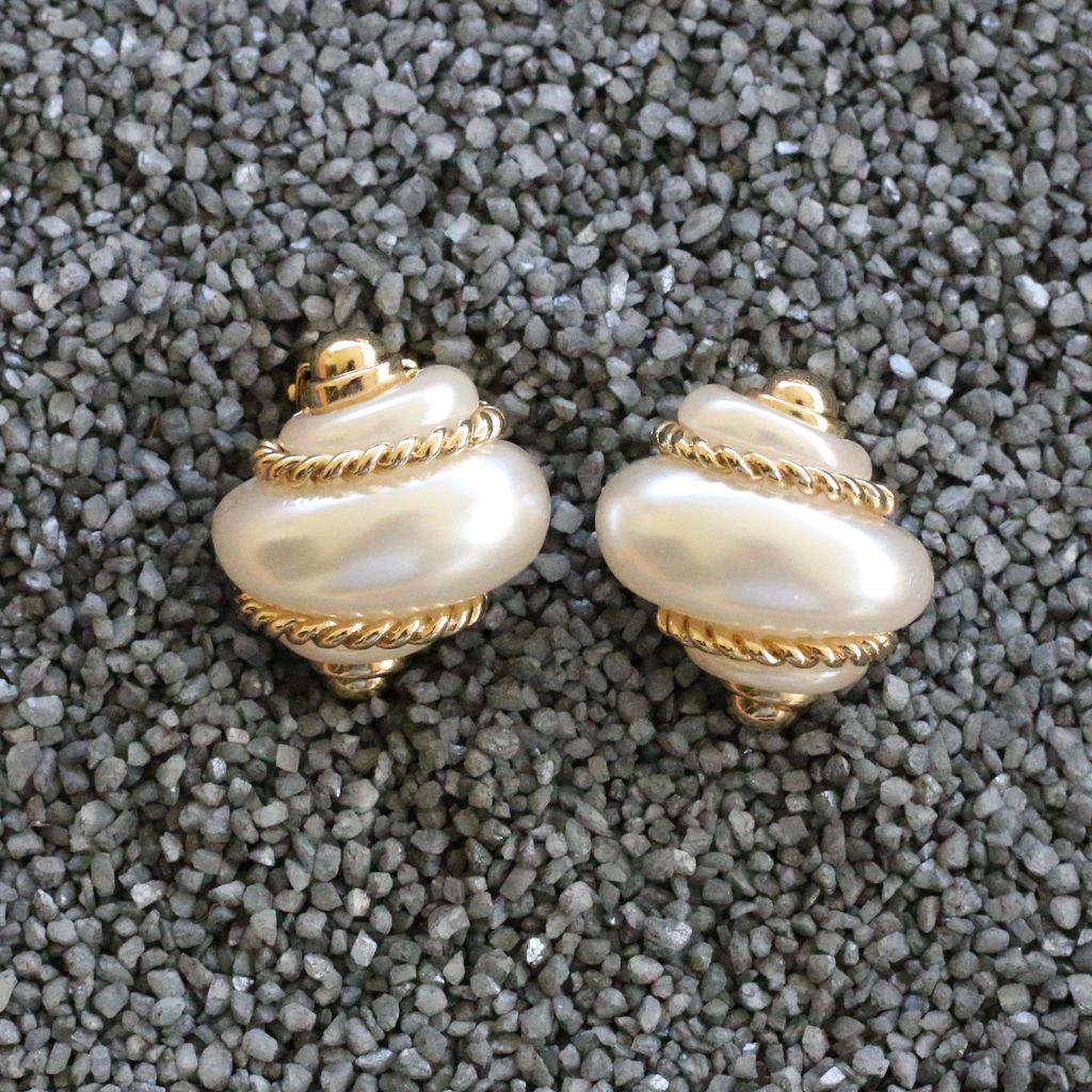 Jewelry VCExclusives: Pearl Shell w/Gold Rope