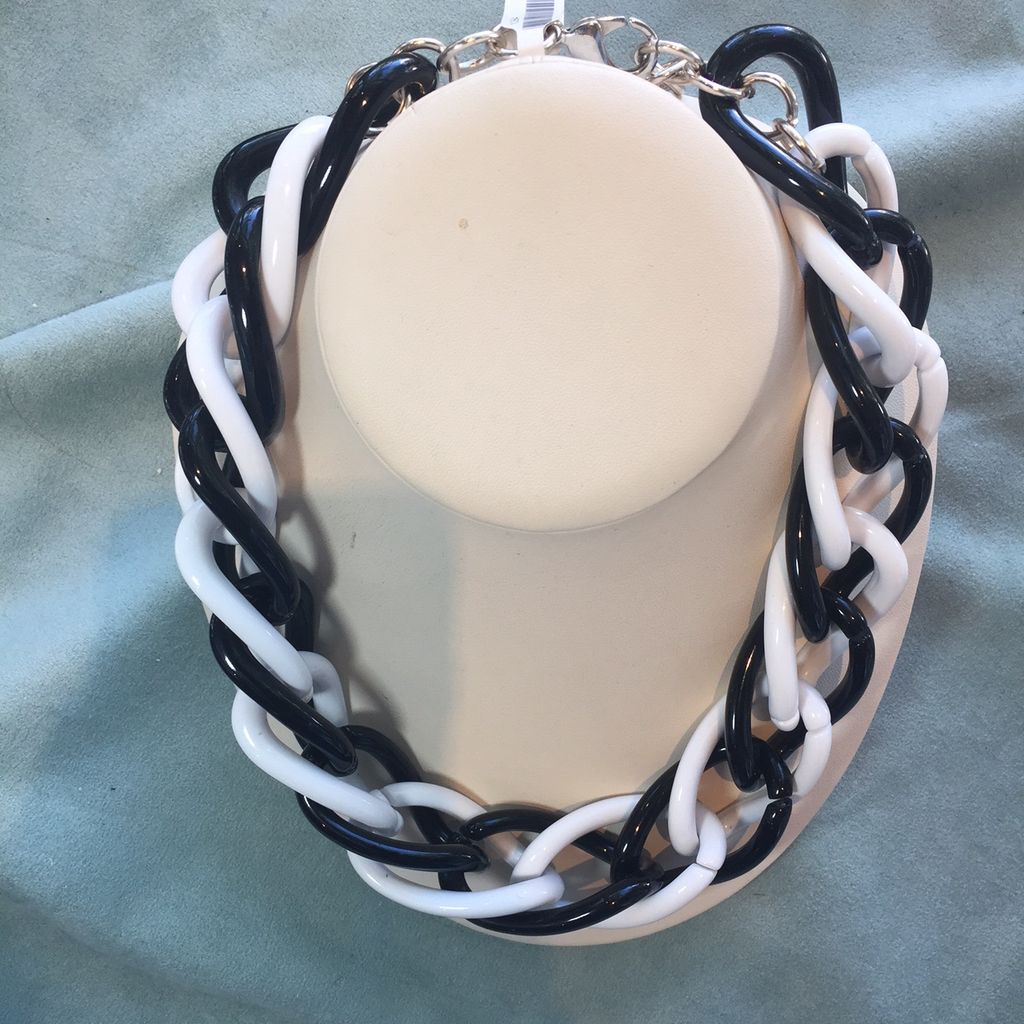 Jewelry VCExclusives: Black & White Links
