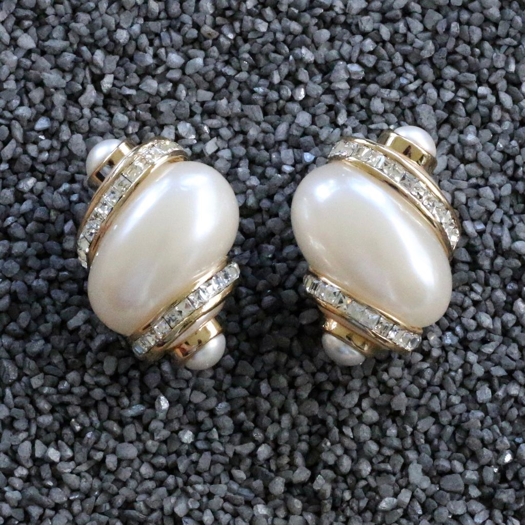 Jewelry VCExclusives: Pearl & Crystals Conch
