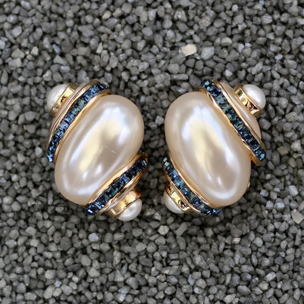 Jewelry VCExclusives: Pearl & Blue Crystels Conch