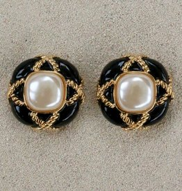 Jewelry VCExclusives: Fancy Button Black with Pearl Center