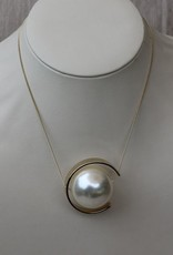 Jewelry VCExclusives: Large Pearl in Gold Cresent