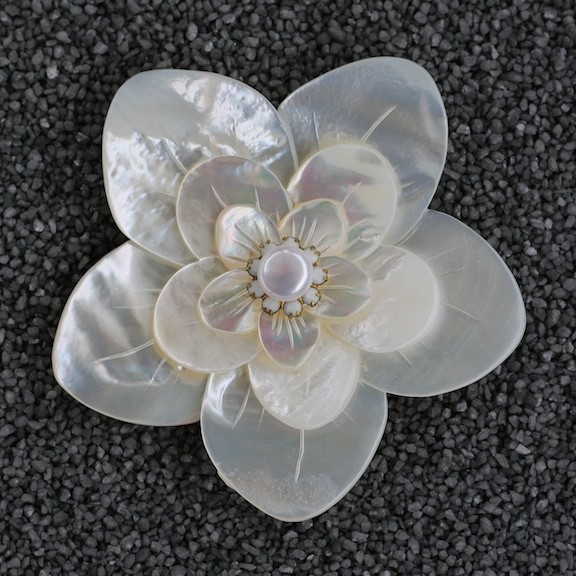 Jewelry VCExclusives: Mother of Pearl White With Pearl Center