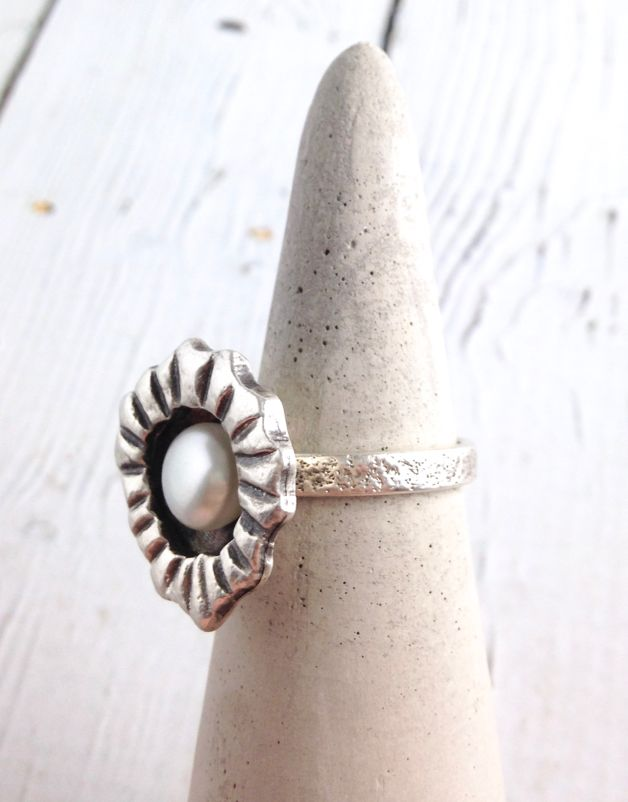 Sterling encased white freshwater pearl ring, size 9