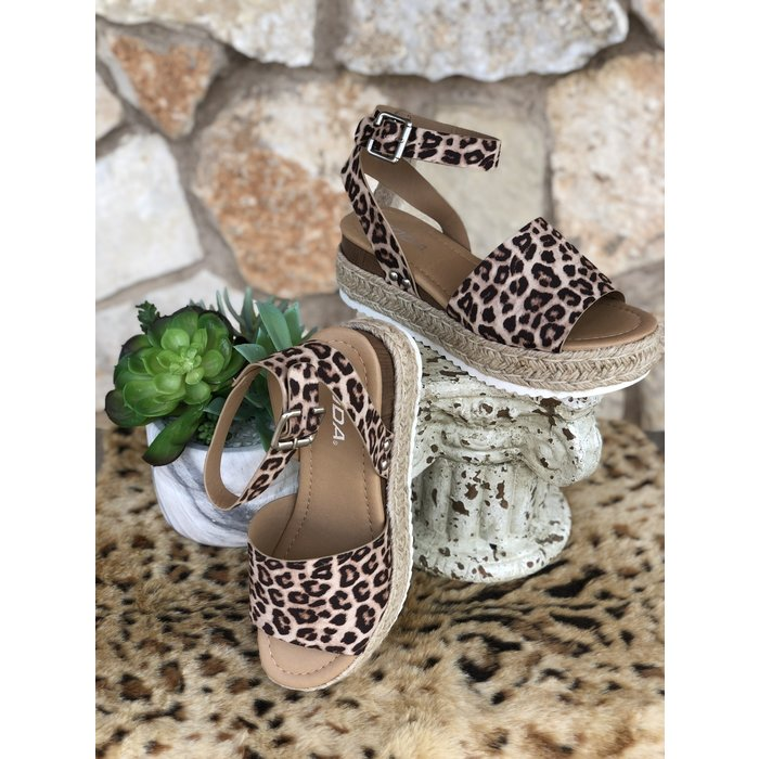 Topic Oatmeal Cheetah Sandals