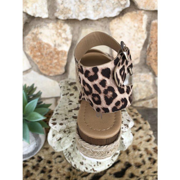 Topic Oatmeal Cheetah Sandals