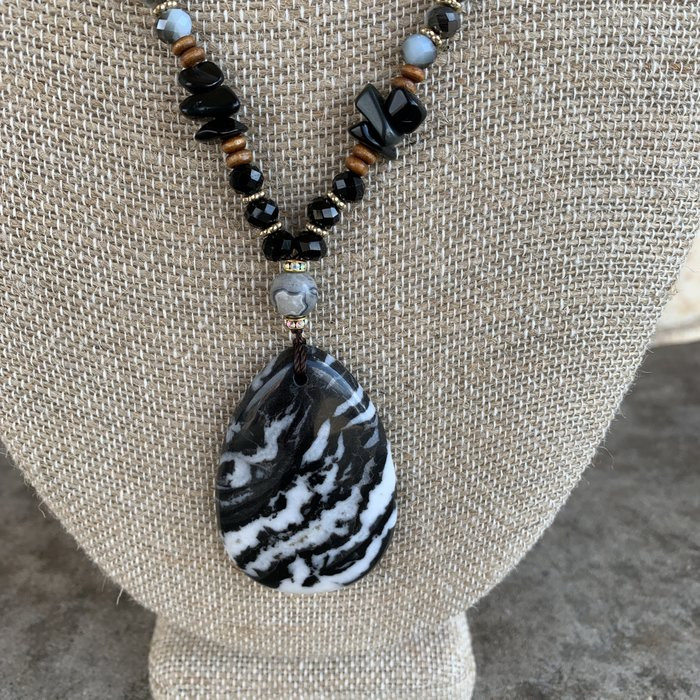 Black & White Teardrop Beaded Necklace