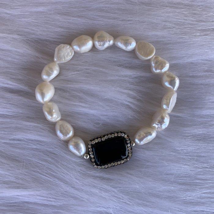 Freshwater Pearl Black Onyx Stretch Bracelet