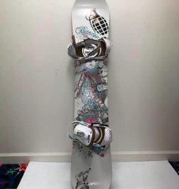 CONSIGN Women's Burton Stigma w/ Lexa Bindings Snowboard Size 144cm