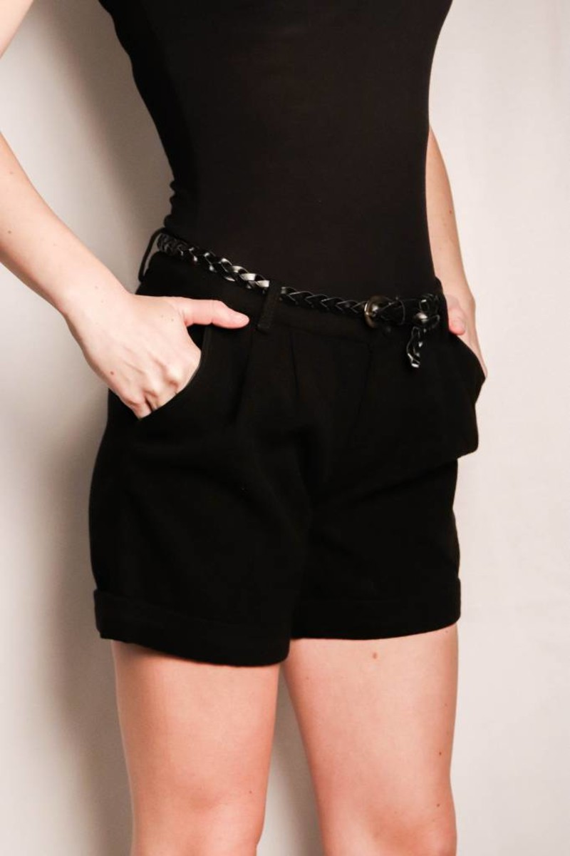 Cuffed Wool Shorts Front Pleat Detail And Slat Hip Pockets/Black