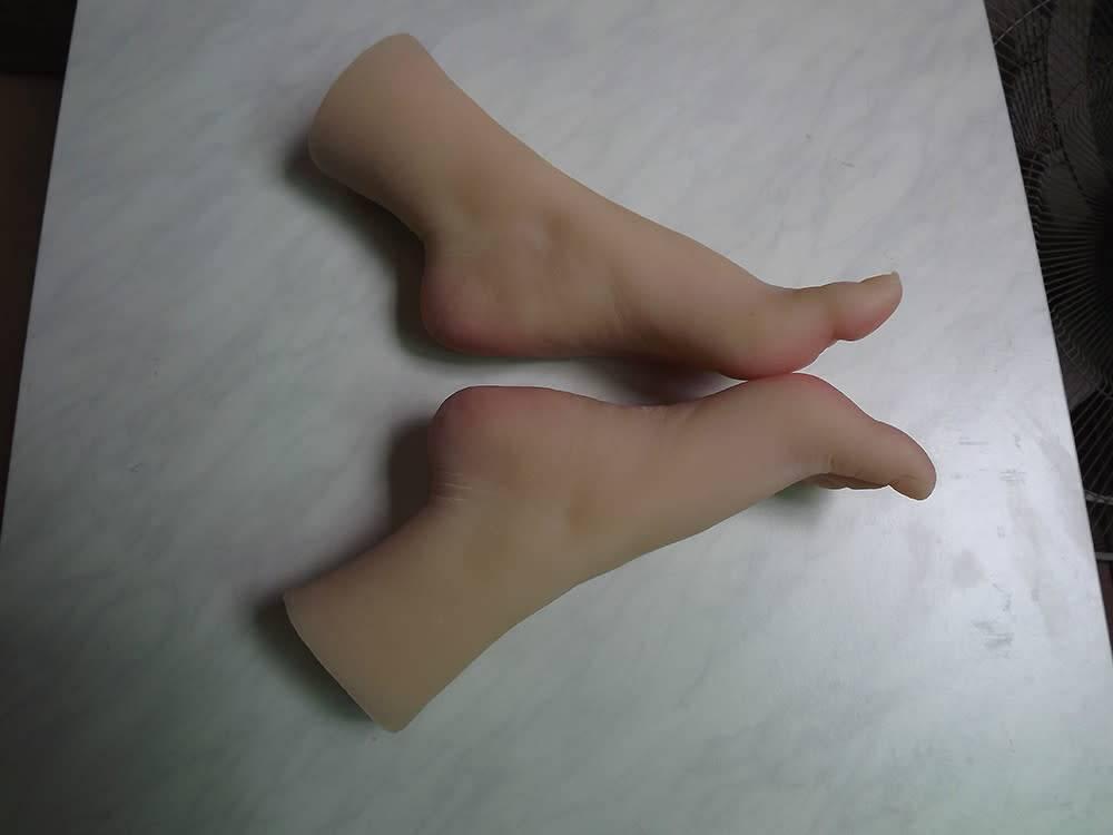 Just Sculpt Silicone Feet With Calf Bone Female Pair