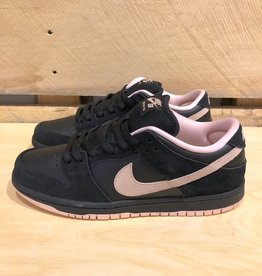 NIKE SB NIKE SB DUNK LOW - BLACK/CORAL