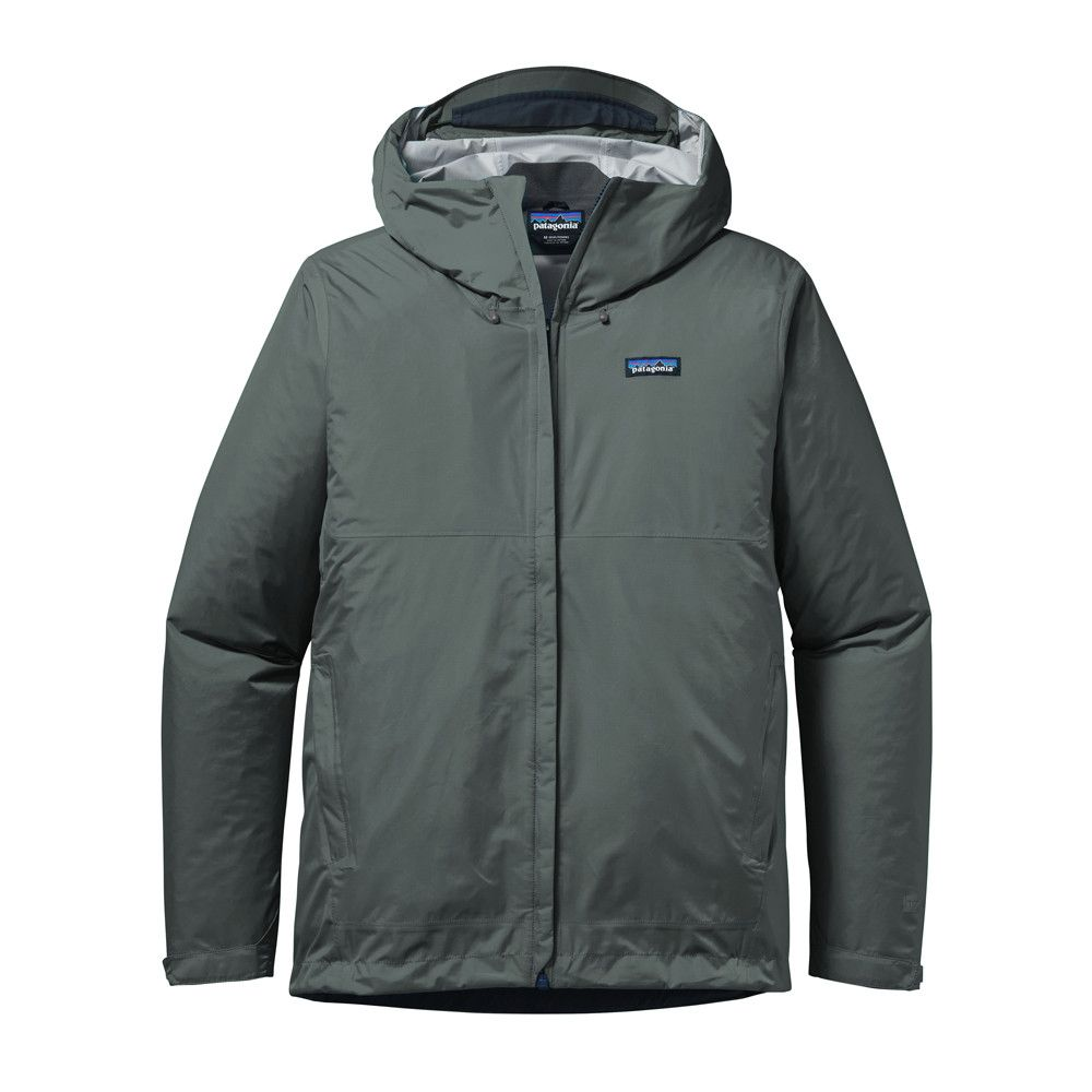 Sleek, packable and unpretentious, the trusted Torrentshell Jacket takes a responsible step forward with a 100% recycled nylon face fabric; waterproof/breathable H2No® Performance Standard protection for rainy-day reliability.