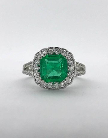 American Jewelry 14k White Gold .75ctw Diamond 2.05ct Columbian Emerald Halo Split Shank Ring (Size 6.5)