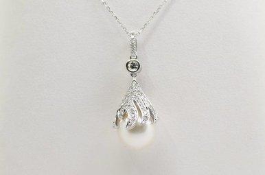 14kw .25ctw 9mm Pearl & Diamond Drop Pendant