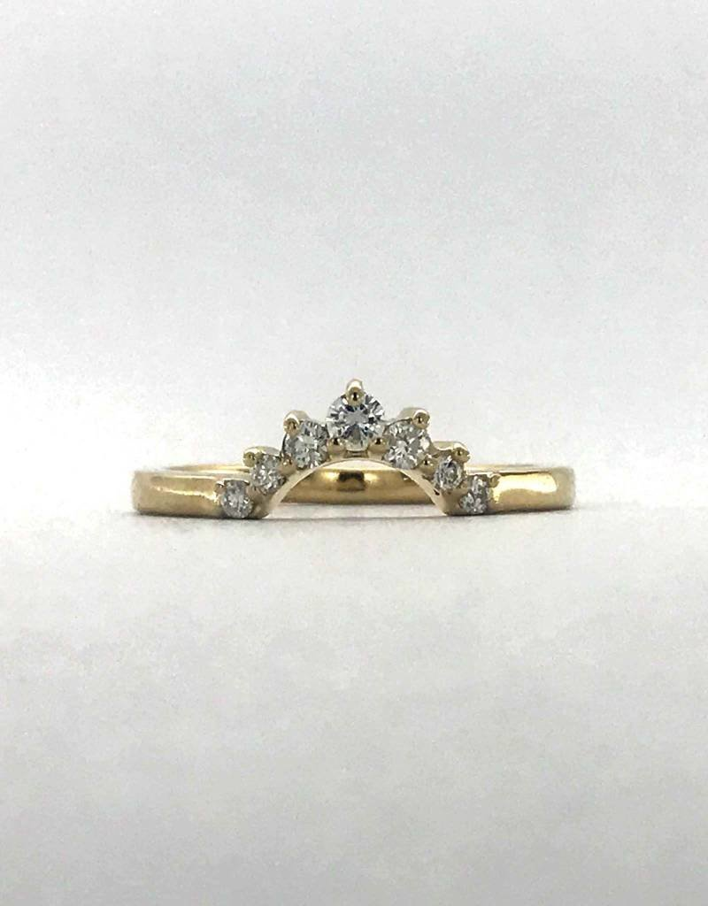 American Jewelry 14k Yellow Gold 0.20ctw Diamond Crown Arch Contour Stackable Wedding Band (Size 6.5)