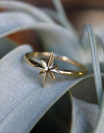 American Jewelry 14k Yellow Gold Starburst Ring (Size 6)