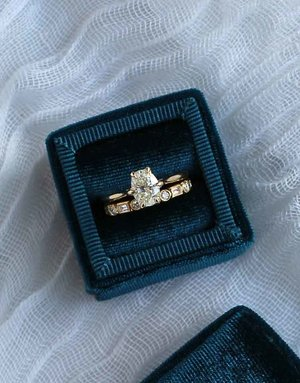 American Jewelry 14k Yellow Gold 1.20ct I/VS2 Oval Diamond (EGLUSA) 6-Prong Solitaire Engagement Ring (Size 8)