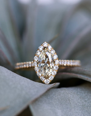 American Jewelry 14k Yellow Gold 1.01ctw Diamond (0.66ct I/VS2 Marquise) Seamless Halo Engagement Ring (Size 6)