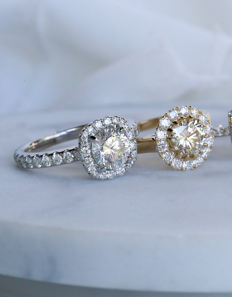American Jewelry 18k White Gold 1.45ctw (.95ct H/SI1 Round Brilliant)  Diamond Cushion Halo Enagement Ring (Size 5.5)