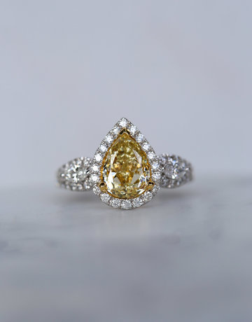 American Jewelry 18k White Gold 2.73ctw (2ctw Fancy Light Yellow/SI1 Pear Center) Diamond Halo Marquise Accent Engagement Ring (Size 6)