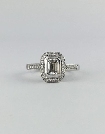 American Jewelry 14k White Gold 1ctw (.65ct I/SI1 Emerald Center) Diamond Bezel Set Engagement Ring