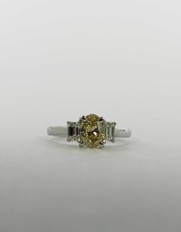 American Jewelry Platinum .86ct-Ctr NatYlw/VVS2 1/2ctw-EC Diamond Engagement Ring with Natural Fancy Yellow Oval Center & 2 Emerald Cuts (Size 6.5)