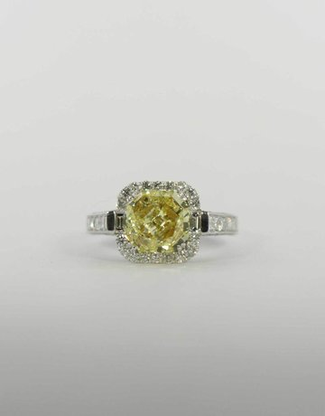 American Jewelry 14k White Gold 2.29ct-Ctr Natural Yellow /I1 GIA 3.81ctw Halo Diamond Enagement Ring with Natural Yellow Radiant Cut Center & 1.52ctw Princess Cuts, Baguettes & Round Brilliants (Size 7)
