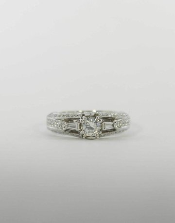 American Jewelry 18k White Gold .45ct-Ctr .94ctw Milgrain Diamond Engagement Ring with Round Brilliant Center & .49ctw Round Brilliants & Baguettes (Size 6.5)
