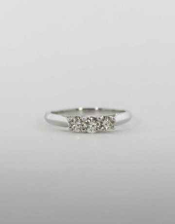 American Jewelry 14k White Gold 1/2ctw Round Brilliant Diamond Past, Present & Future Engagement / Anniversary Ring (Size 7)